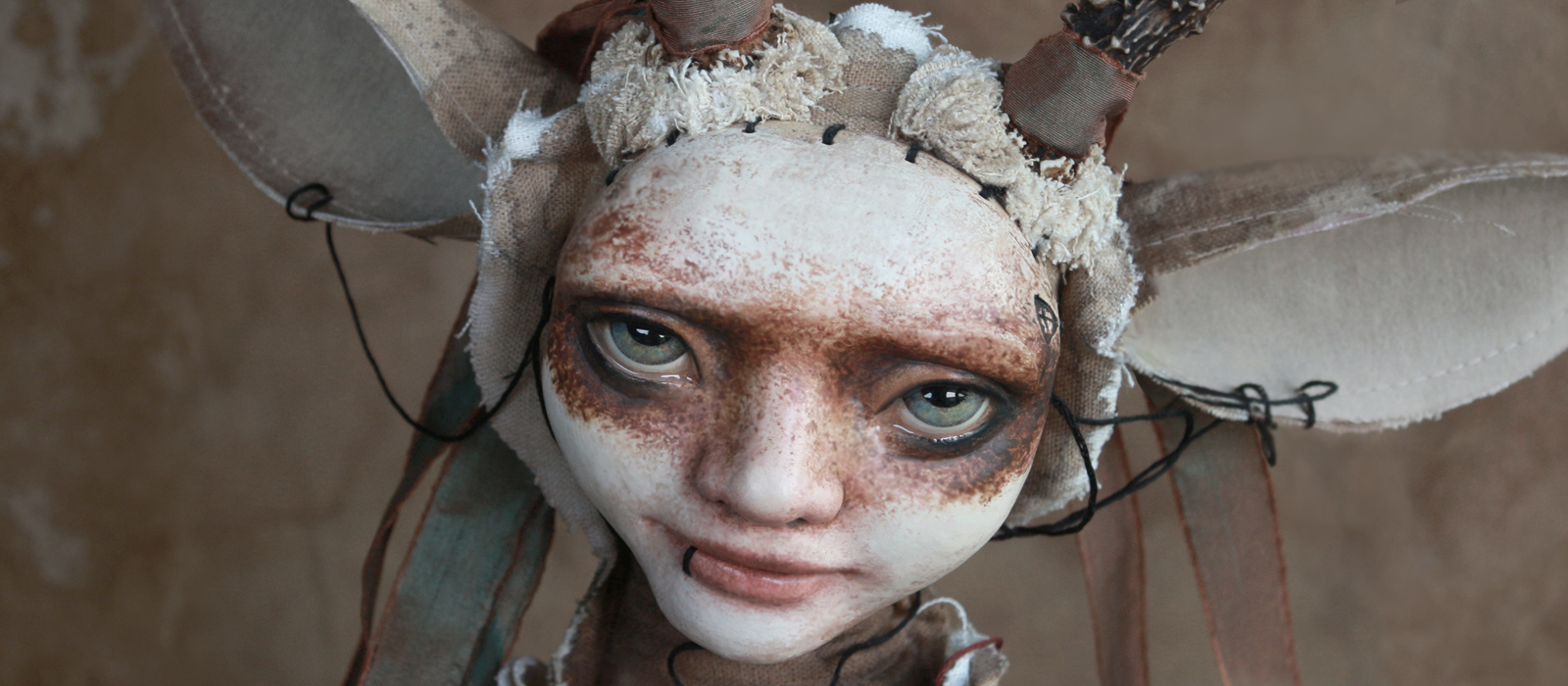 Lovia – phantasmagoric portrait doll